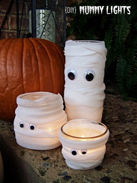 DIY Mummy Lights - learn how to make easy halloween decor for a perfect halloween party! This round up post features 5 of the best DIY halloween projects to make with the kids
