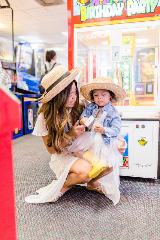 Fun kids activity indoor family games in Houston Chuck E Cheese's mom healthy lifestyle blog joyfullygreen