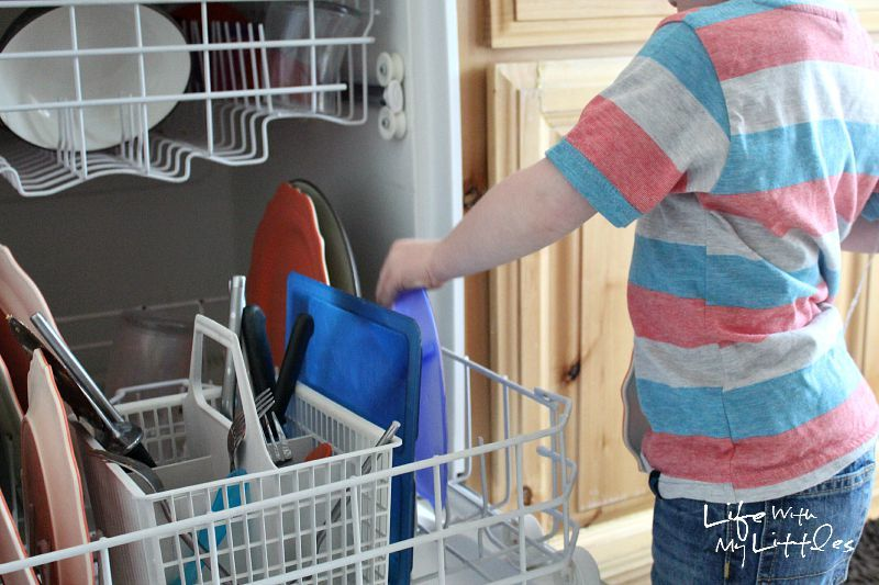 How to teach your toddler to load and unload the dishwasher! Tips to help you show him what to do!