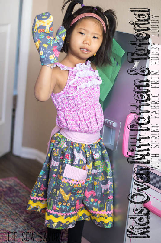 Kids oven mitt free pattern and tutorial with Spring fabrics from Hobby Lobby