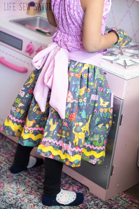 Apron with spring fabric