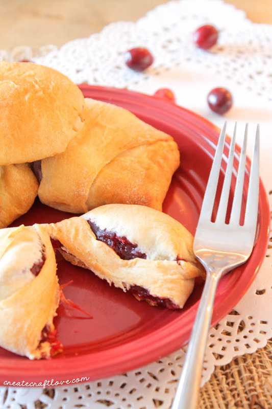 These Cranberry Turnovers are a new twist on an old favorite! #spon #warmtraditions via createcraftlove.com