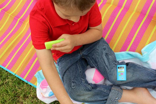 Neutrogena-Wet-Kids- Sunscreen-Apply-1