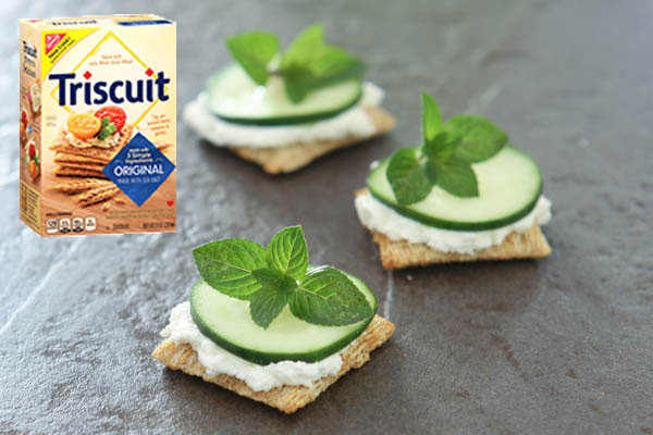 Cucumber Cream Cheese and Mint Triscuit Crackers @EclecticEveryday