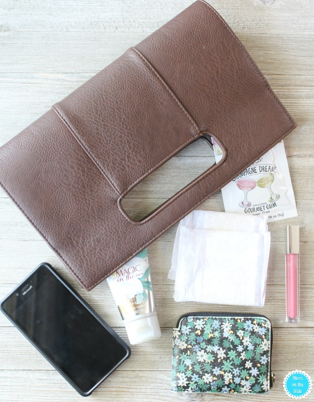 My must have Date Night Purse Essentials for Moms