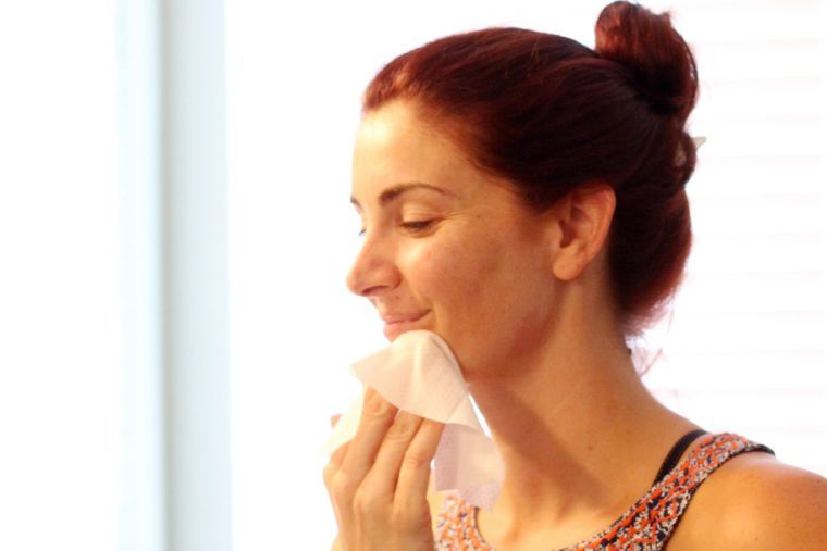 washing face with cleansing cloths
