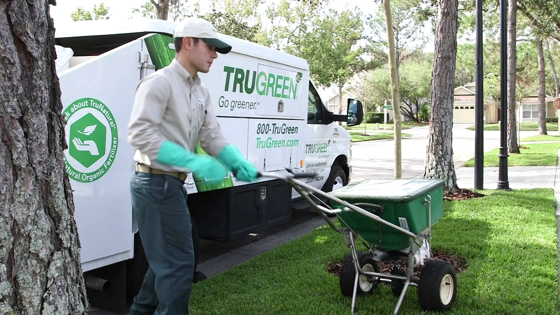 How to get lush grass and maintain the perfect lawn for Lawn treatment service