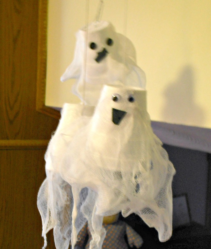Spooky ghosts from Styrofoam cups.