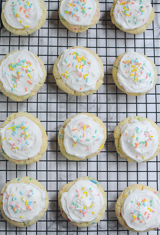Funfetti Cake Mix Cookies - easy and so cute! These cookies are soft and delicious.
