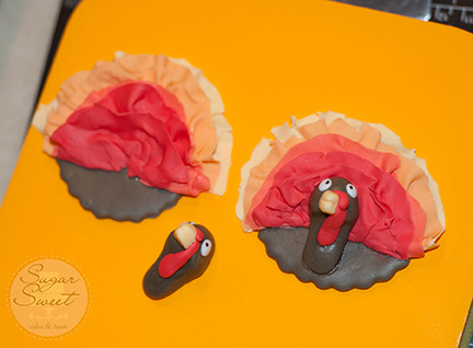 Fondant Ombre Turkey Cupcake Topper (step 10)