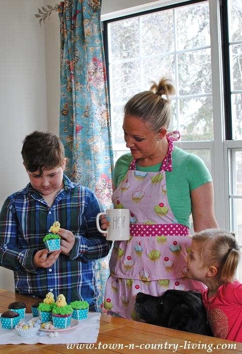 Decorating Easter Cupcakes with Pillsbury Cake Mixes and Frosting